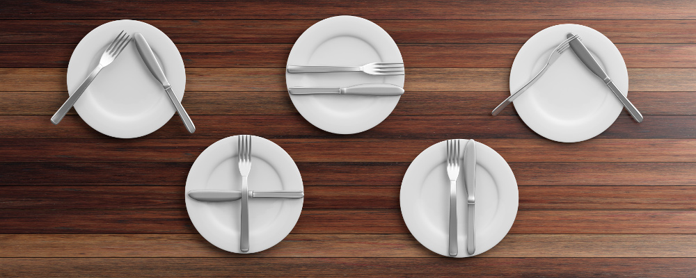 Heat resistant white plates and cutlery