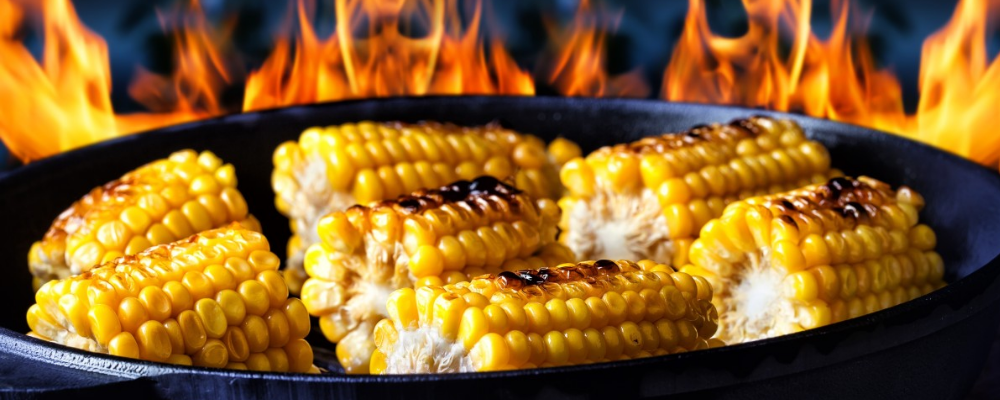 Roast corn on heated pan with high flames