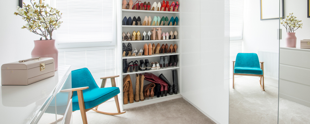 Build in storage for shoes and clothes in dressing room