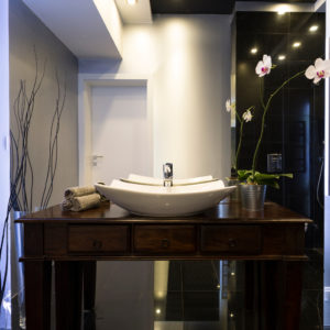 Elegant Bathroom with Plant Feature