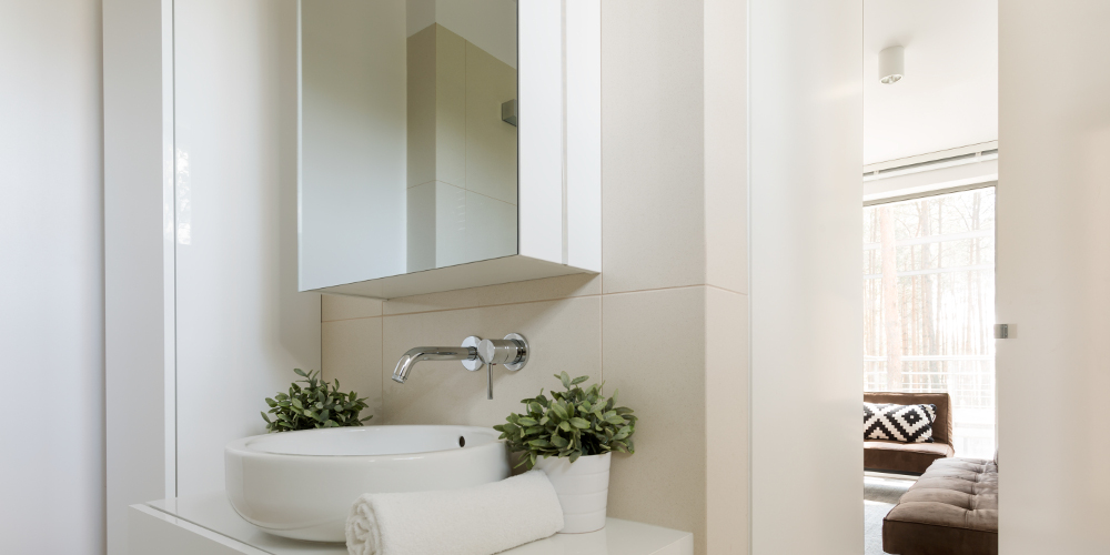 Minimalist bathroom with mirror cabinet and porcelain sink