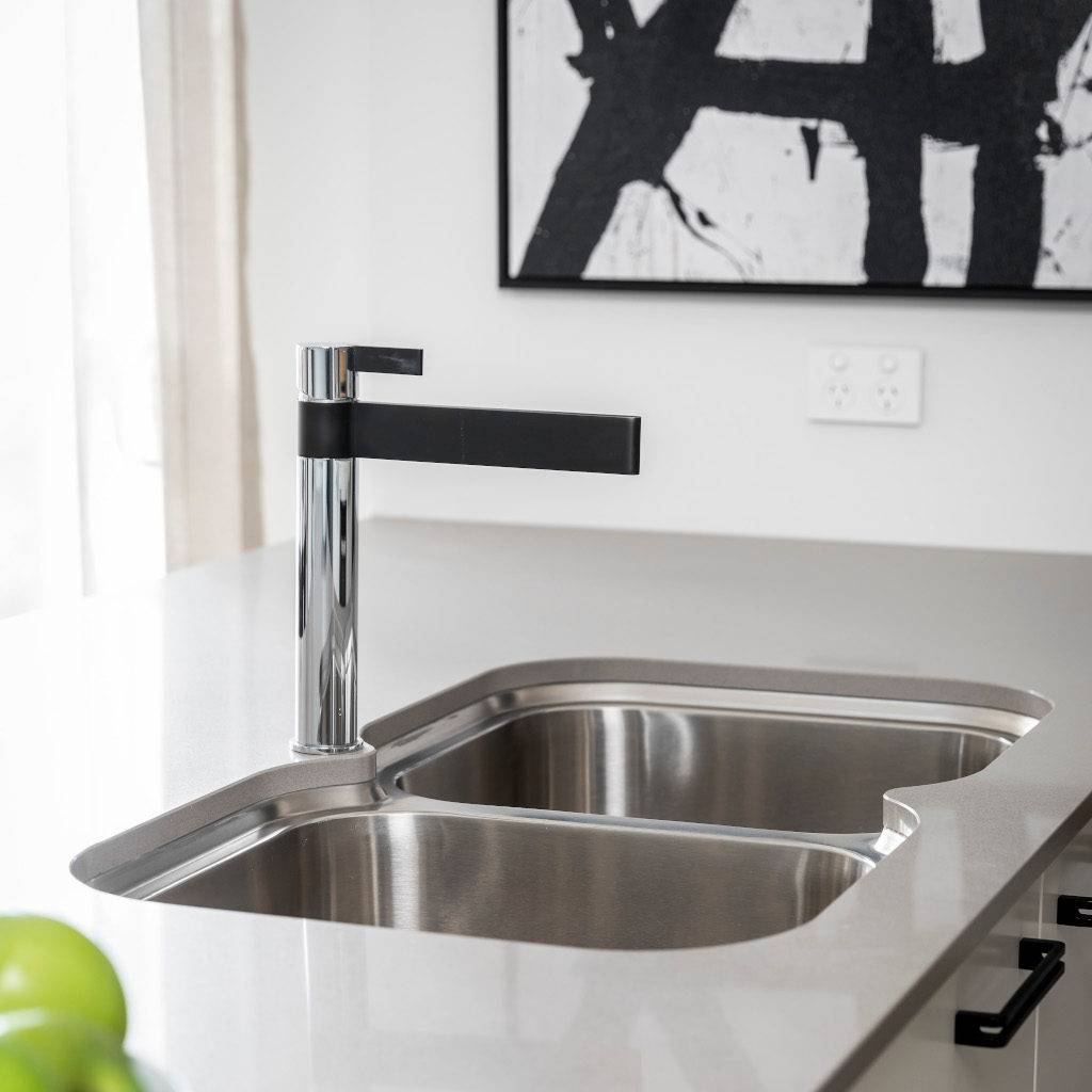 Stylish stainless steel double bowl undermount kitchen sink