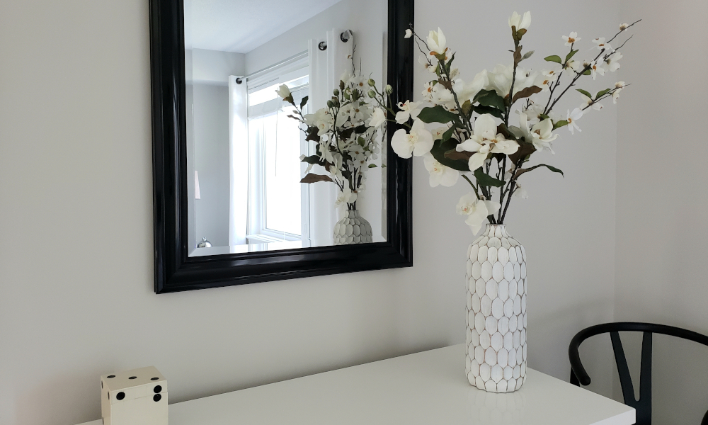 Calm home decor with neutral shade of white and flowers
